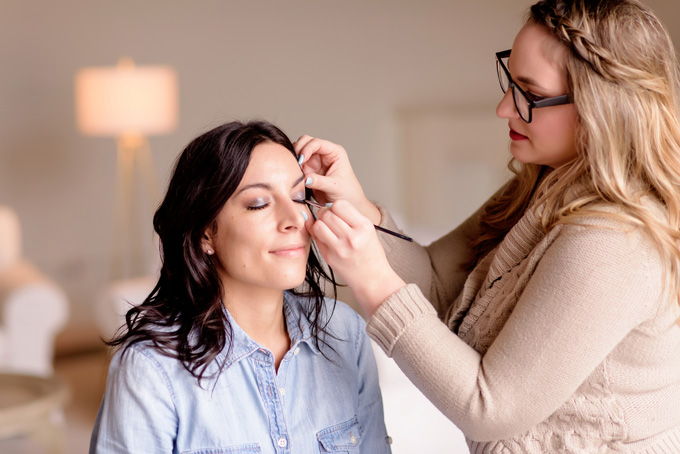 5 Reasons to hire a makeup artist for your photoshoot.